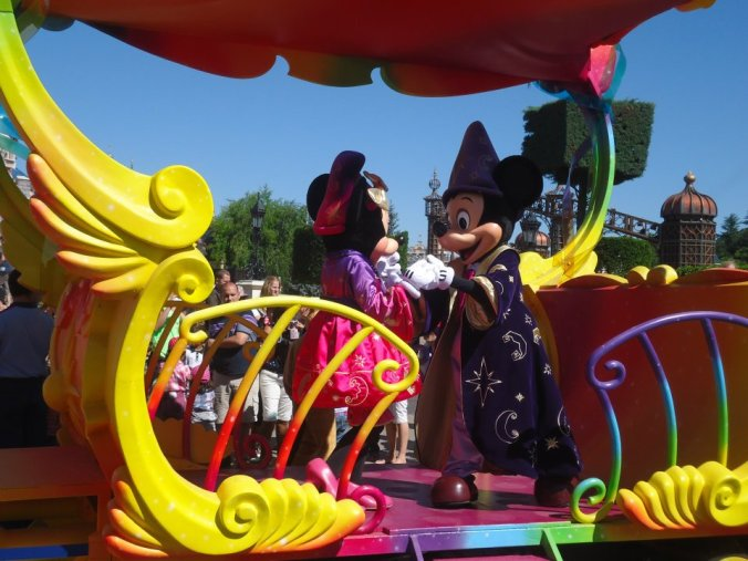 Desfile dos personagens da Disney