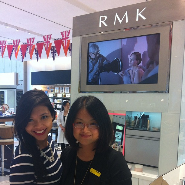 Jun make-up artist da RMK marca japonesa do creme haha - Selfridges Manchester