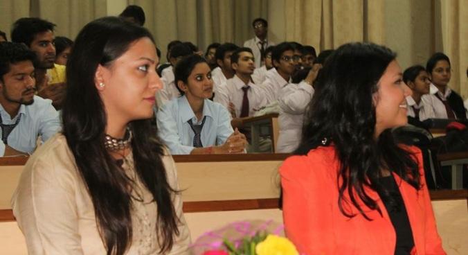 Ritika Kapoor e eu prontas para falar :)