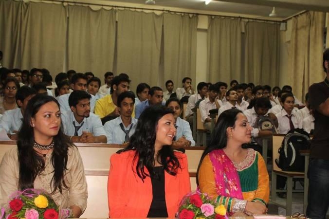 forum de negocios jovens empreemdedores jaipur india japa viajante fenranda toyomoto