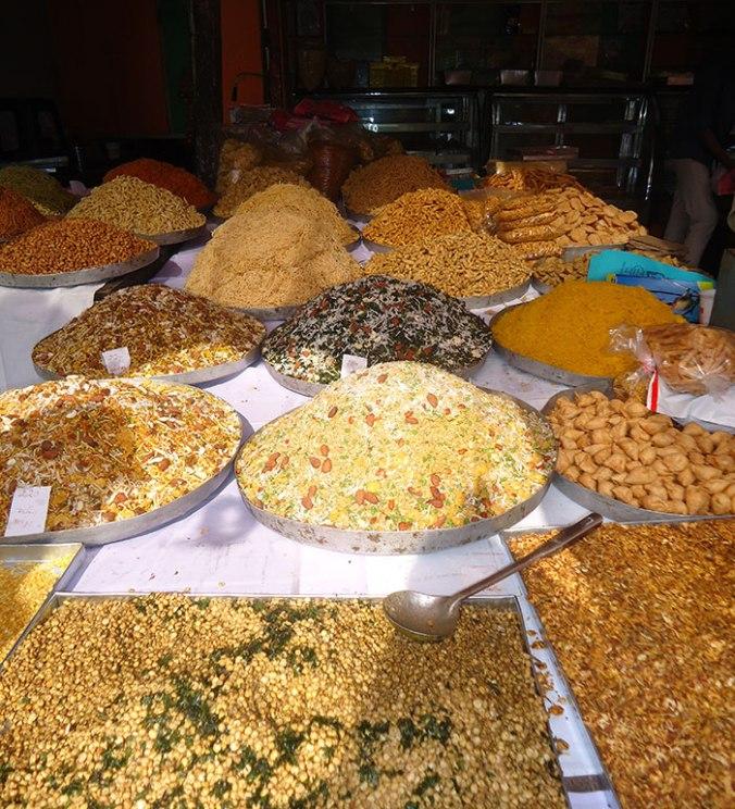 Doceria em época de Diwali, todos os produtos expostos
