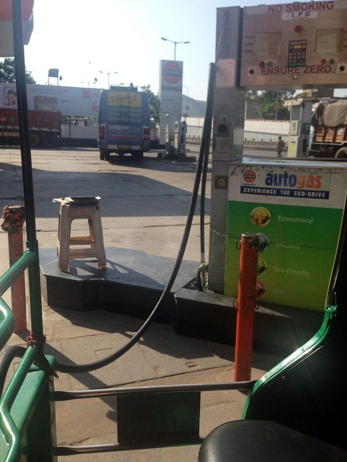 Pausa para abastecer, posto de gasolina