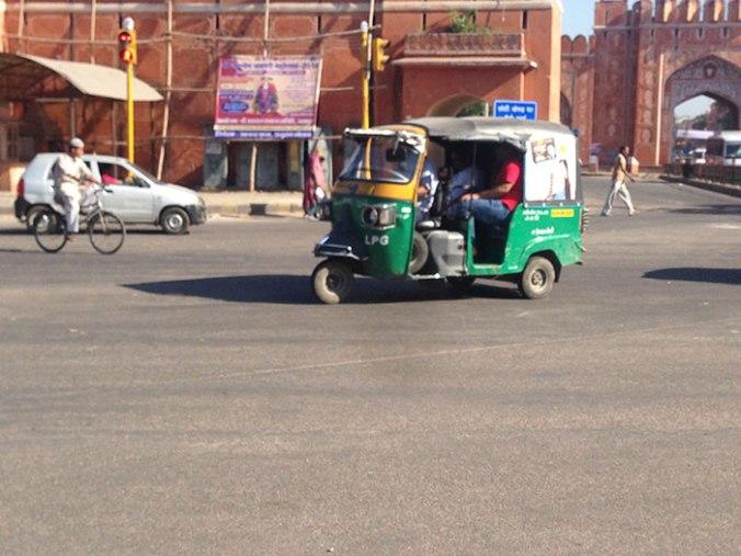 O famoso tuk tuk também conhecido como oto e rickshaw