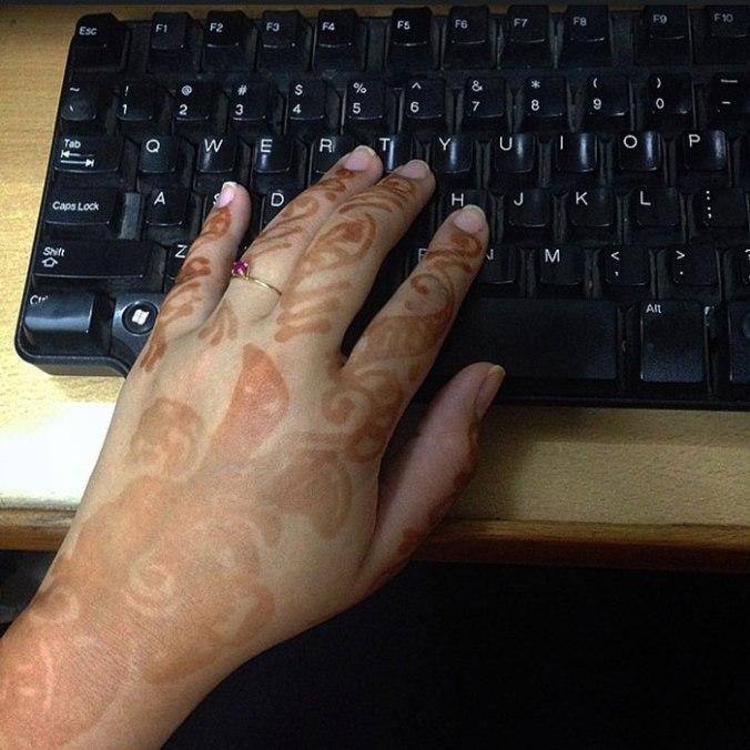 Toda trabalhada na tatuagem de henna