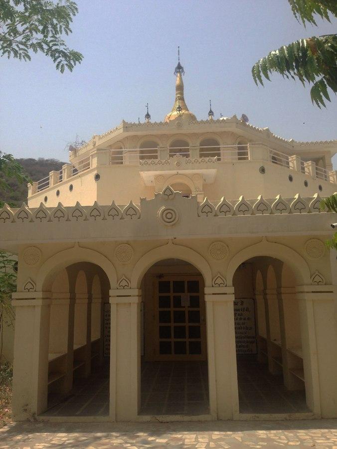 pagoda-japa-viajante-vipassana-meditation-india